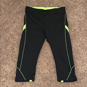 Fila Black & Yellow Workout Capris Size L